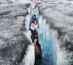 La glace au Solheimajokull peut être noire volcanique, blanche et bleue