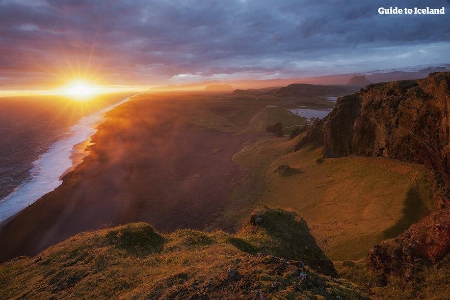 Romantyczna Islandia w trakcie białych nocy