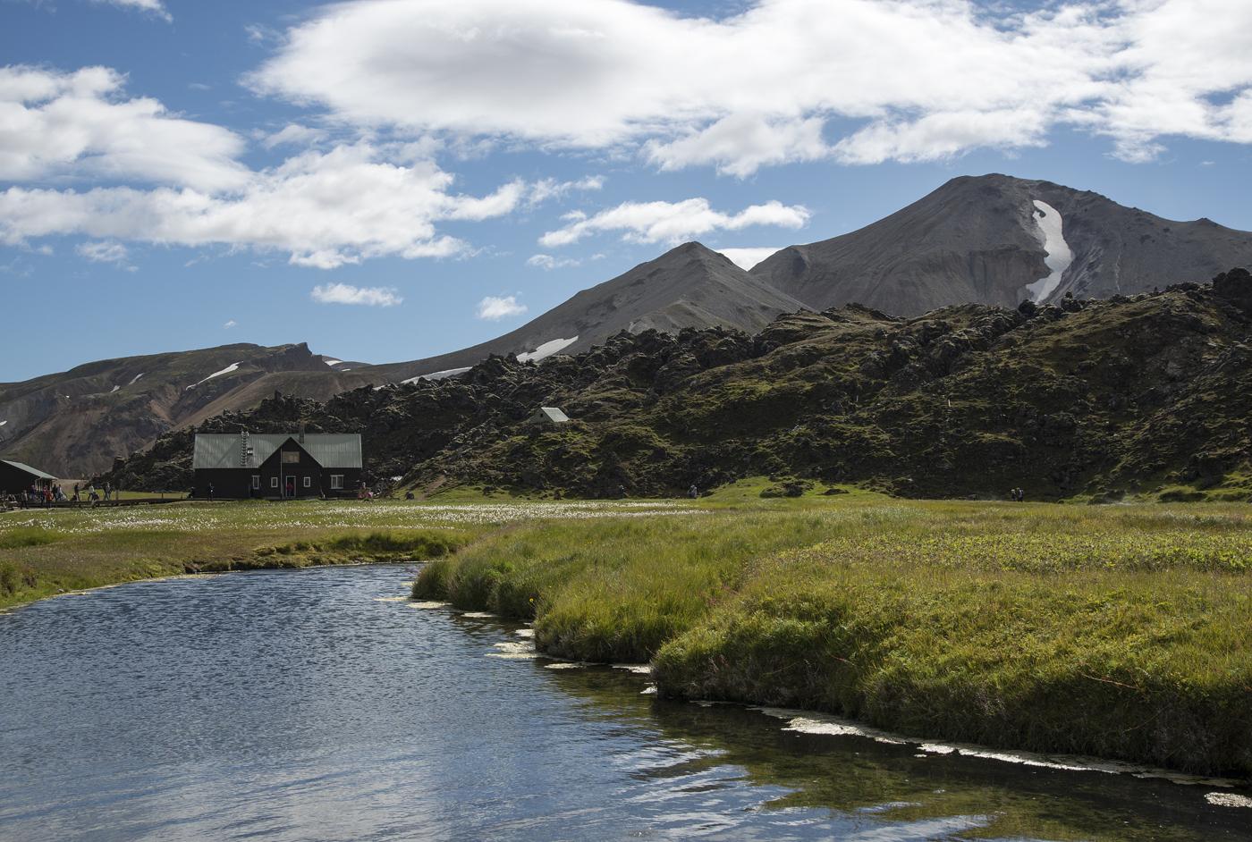Landmannalaugar est surnommé «les piscines du peuple» en raison des piscines chauffées par géothermie qui parsèment le paysage.