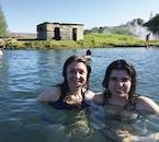 Die Wassertemperaturen in der Secret Lagoon betragen entspannende 36-40 °C.