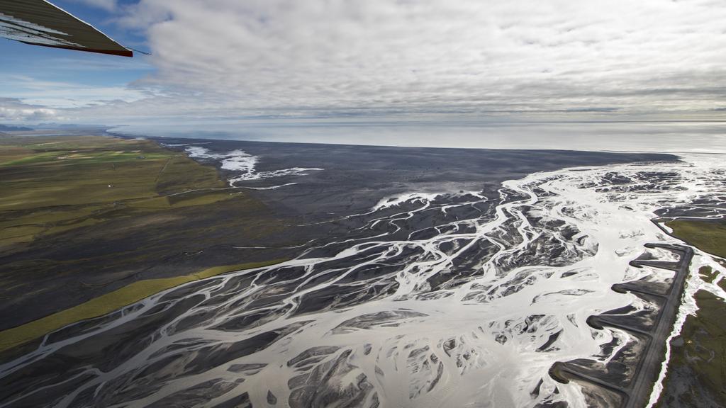 冰岛东部Skeiðarársandur广阔的平原和辫状的河流