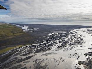 Vol au-dessus de Skeiðarársandur et du glacier Skeiðarárjökull