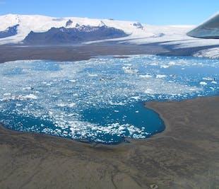 Survol de la lagune de Jokulsarlon et du mont Hvannadalshnjukur