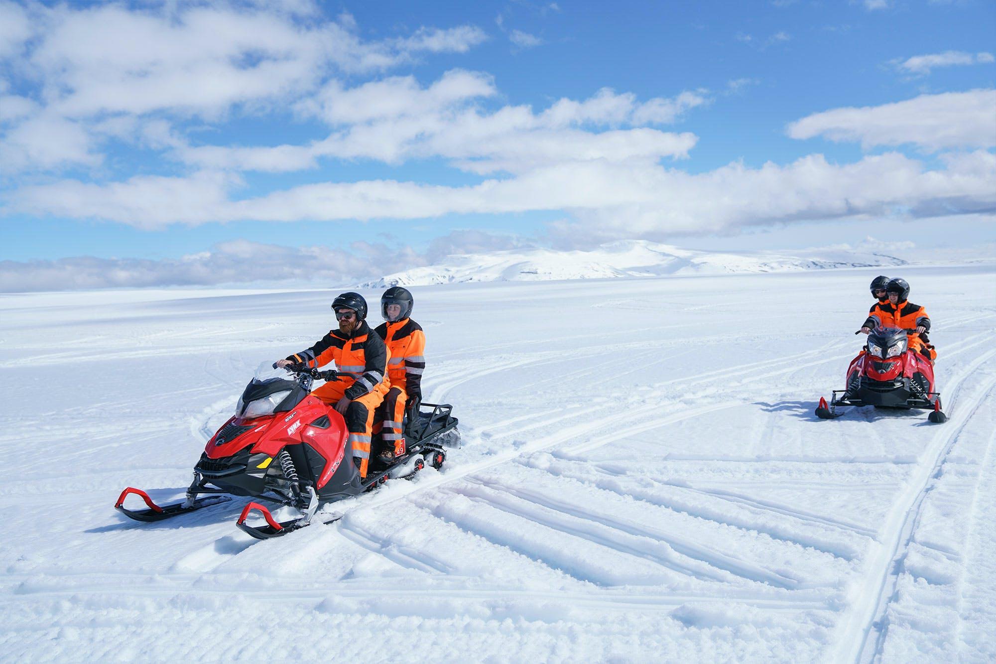 Motoneige sur glacier au départ de Reykjavík en petit groupe