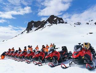 グトルフォスの滝発|ラングヨークトル氷河でスノーモビール体験(少人数)