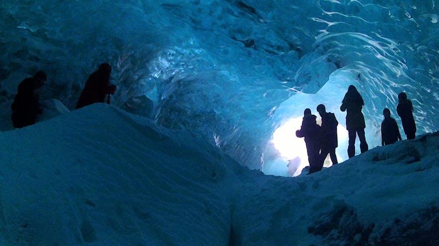 L'intérieur d'une grotte de glace en Islande