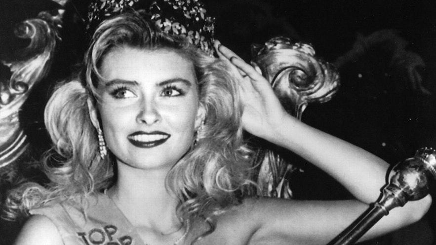 Miss Iceland, Linda Pétursdóttir being crowned Miss World in 1988