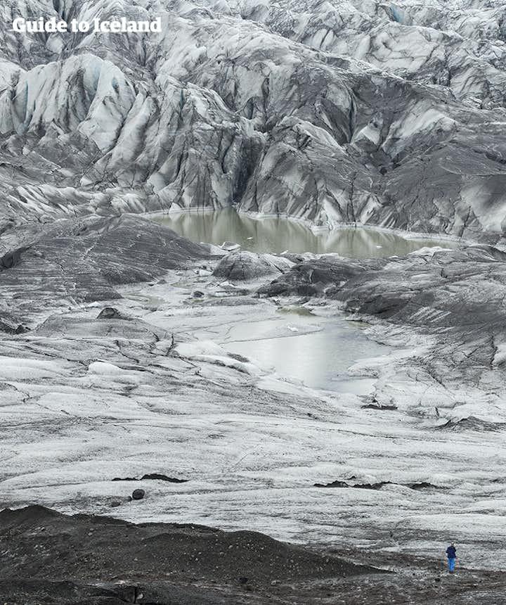 Suasana glacier hiking di Islandia Selatan