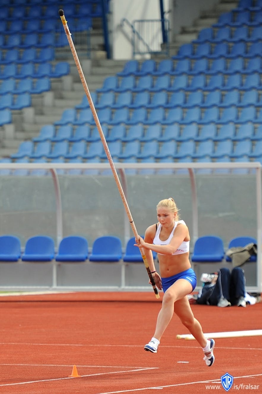 Miss Iceland pole vaulting