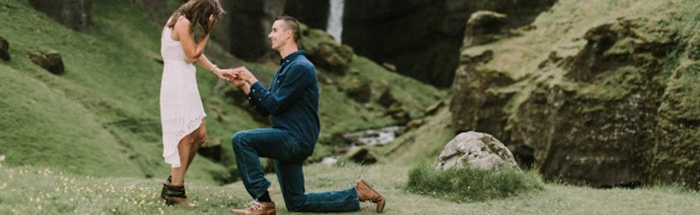 Surprise proposal by Icelandic waterfall. Picture by CJK visuals