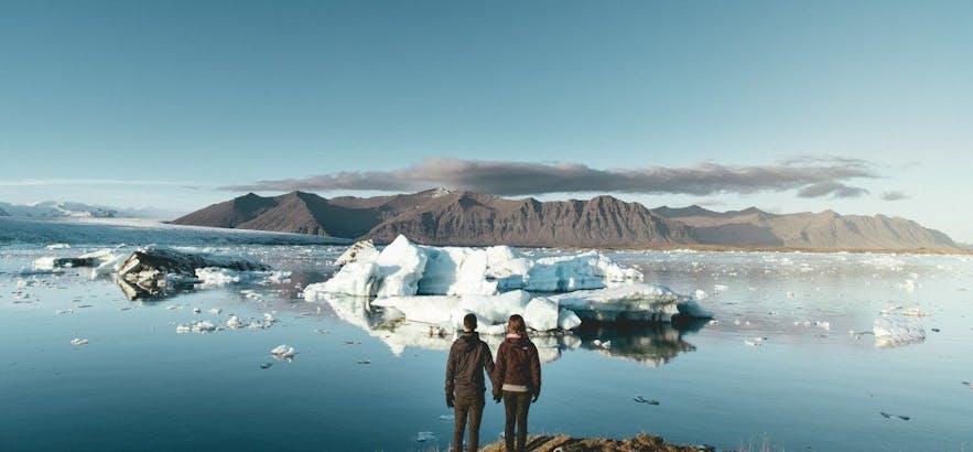Jökulsárlón glacier lagoon is a stunning marriage proposal location