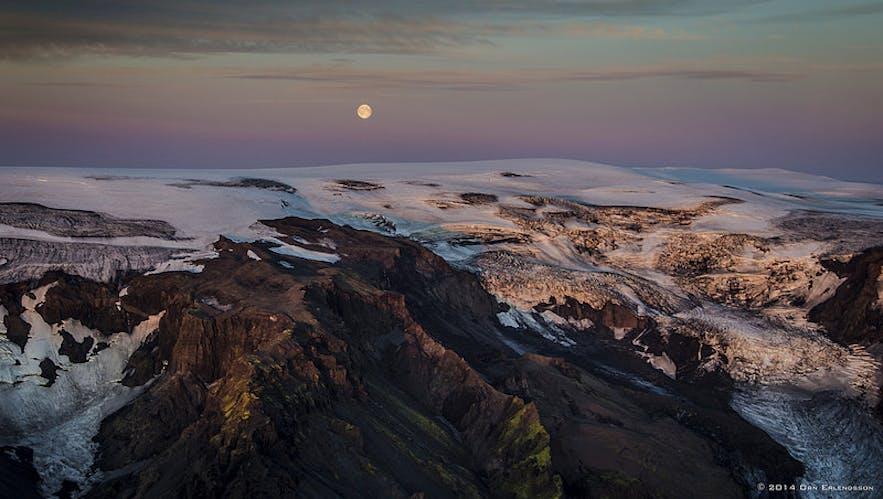 Supermoon over Icelandic glacier, by Örn Erlendsson