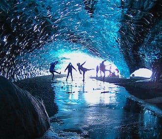 ถ้ำน้ำแข็งคริสตัล  ถ้ำน้ำแข็งสีฟ้าจาก โจกุลซาลอน