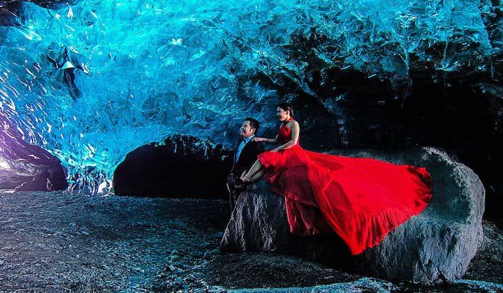 45-minutowa wycieczka z przewodnikiem po błękitnych jaskiniach w Vatnajokull z transferem z Jokulsarlon