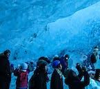 Assurez-vous d'avoir votre appareil photo pour cette excursion sous le glacier Vatnajökull en hiver, dans une grotte de glace du sud de l'Islande.