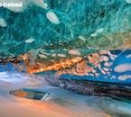 La couleur d'une ice cave semble irréelle