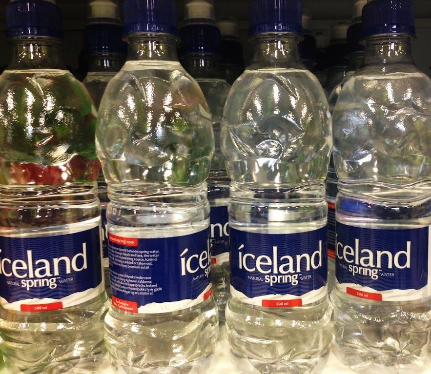 bouteilles d'eau vendues en magasin