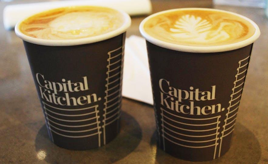 le café est donné gratuitement dans la plupart des banques et magasins en Islande
