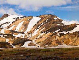 Laugavegur & Fimmvorduhals Trek | 6-Day Hiking & Mountain Huts
