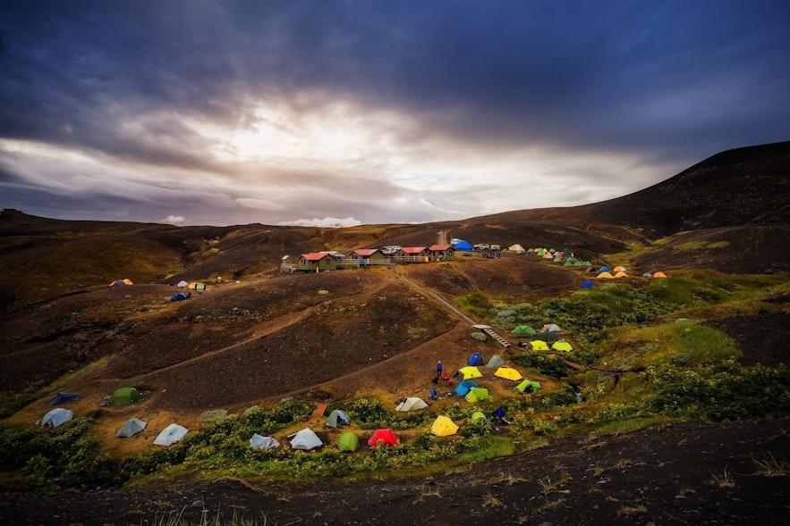 Kemping na Islandii to jedno z najlepszych podróżniczych rozwiązań