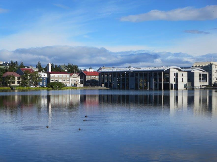 Reykjavík pond and city hall - Ráðhúsið í Reykjavík og Tjörnin