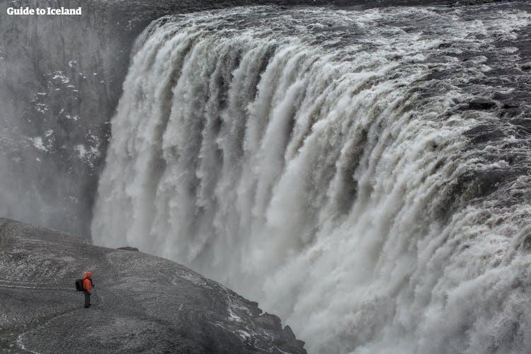 Dettifoss gilt als stärkster Wasserfall Europas und gehört zu den imposantesten Naturattraktionen Islands.