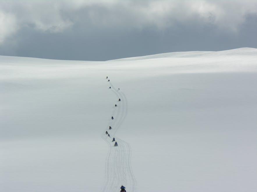Snescootertur over Langjökull-gletsjeren i Island