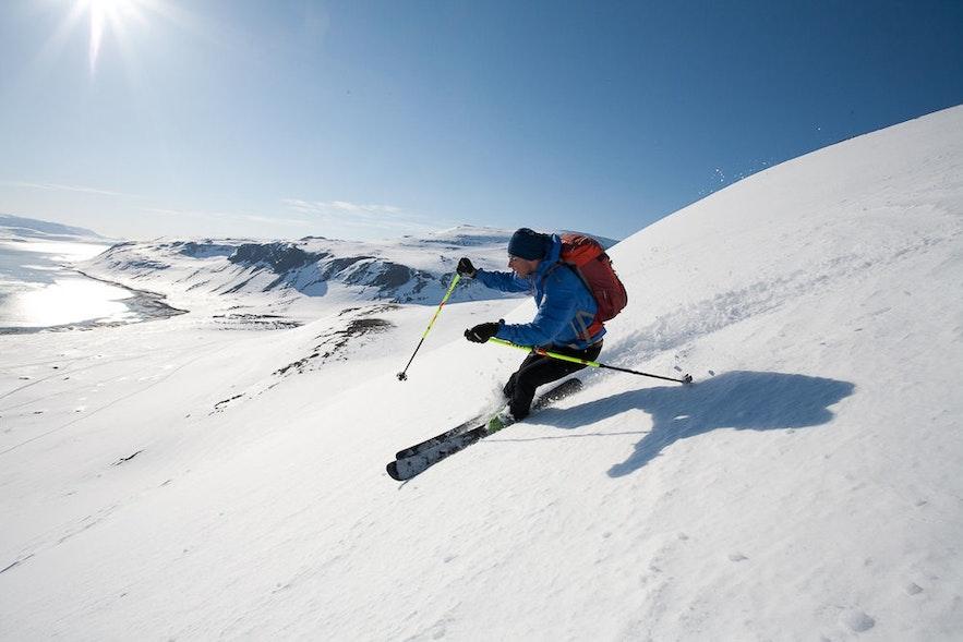 Ski dans les fjords de l'Ouest en Islande
