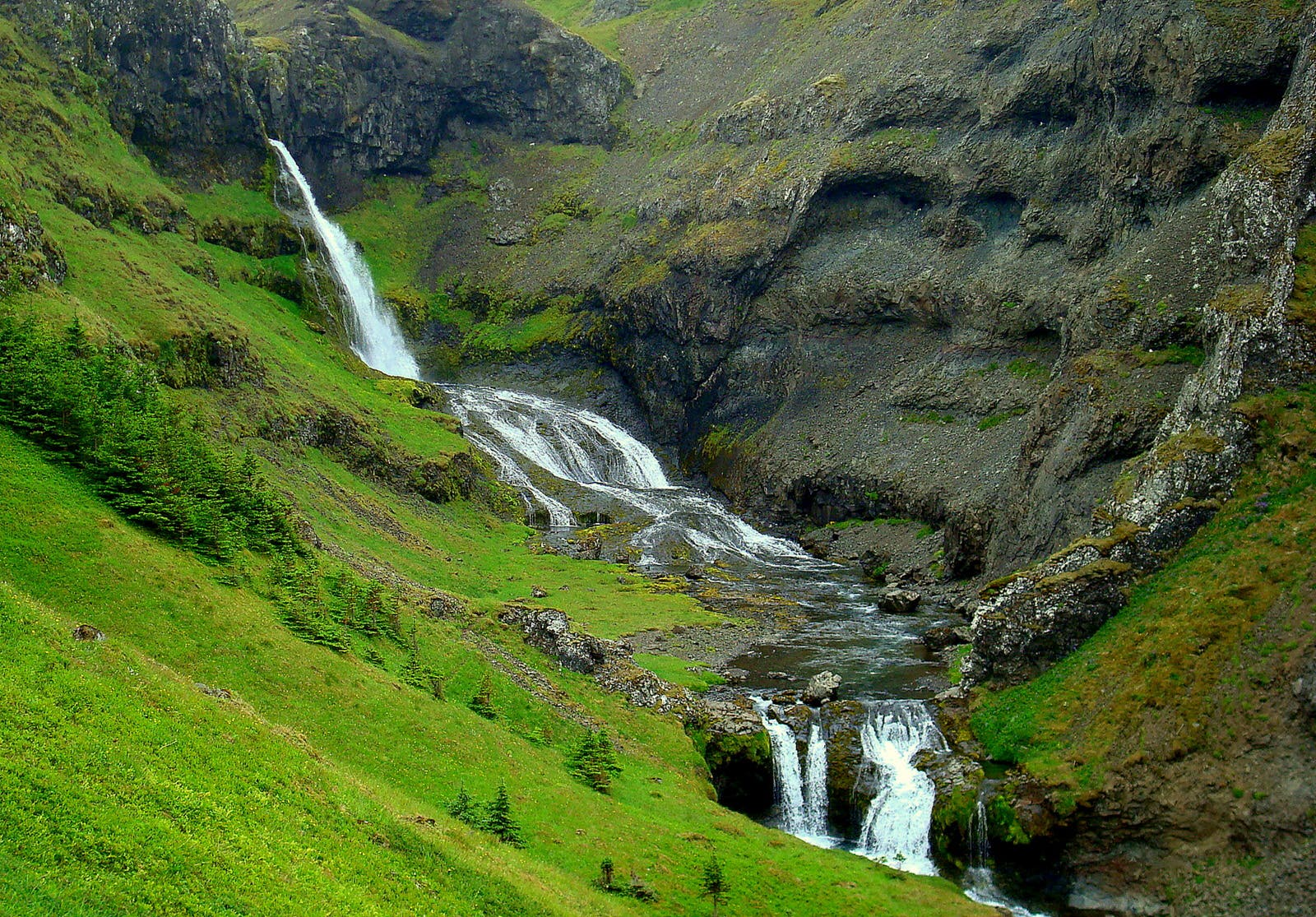 The beautiful Grundarfoss & Kvernárfoss on the Snæfellsnes Peninsula in West-Iceland