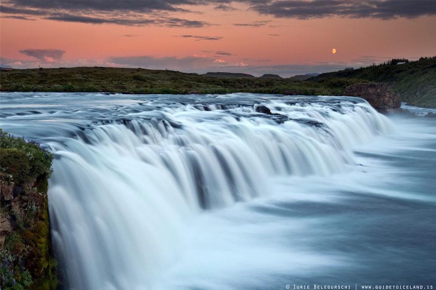 ゴールデンサークル周辺にあるファクシの滝