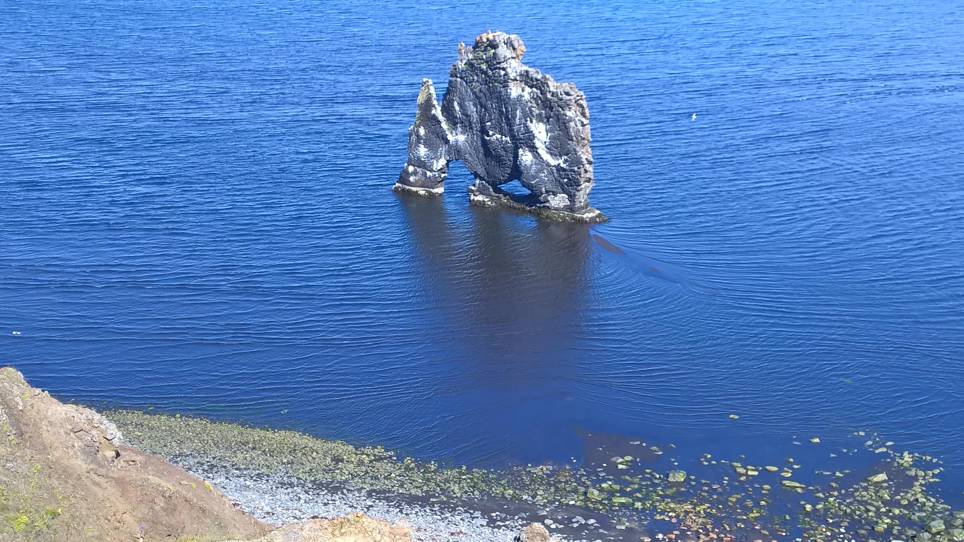 北アイスランドのトロールと呼ばれるクヴィートセルクールの奇岩