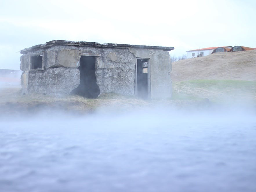 De fleste campingpladser i Island har geotermiske svømmebassiner eller boblebade, hvor du kan slappe af.