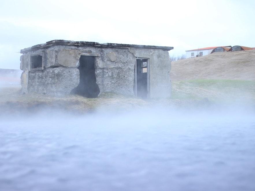 De fleste campingplassene på Island har geotermiske bassenger eller badestamper du kan slappe av i.