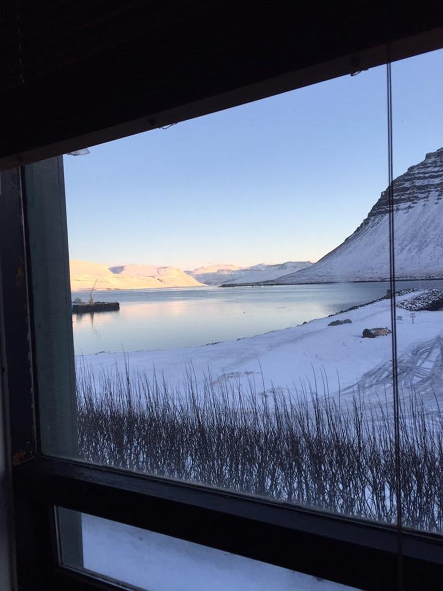 All views contain mountains