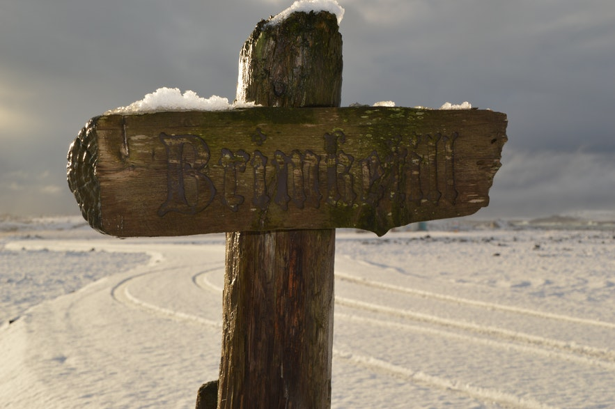 Brimketill is not very well signposted, so keep an eye out for this cross.