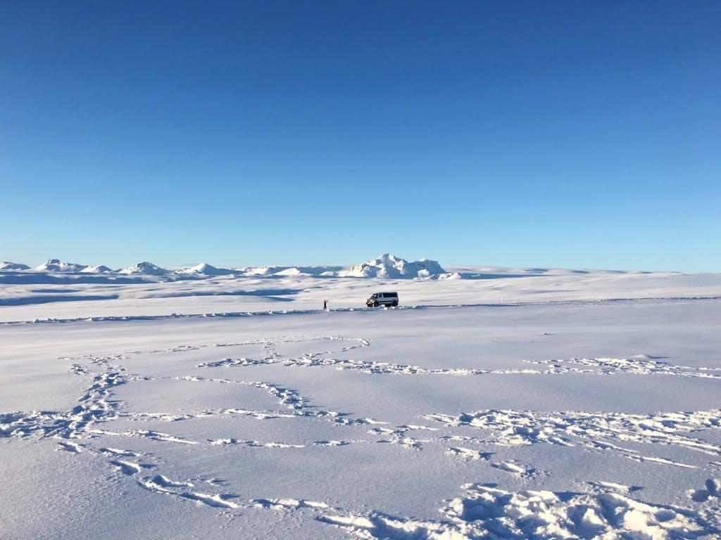 레이캬비크에서 출발하는 스노모빌 및 얼음동굴 투어