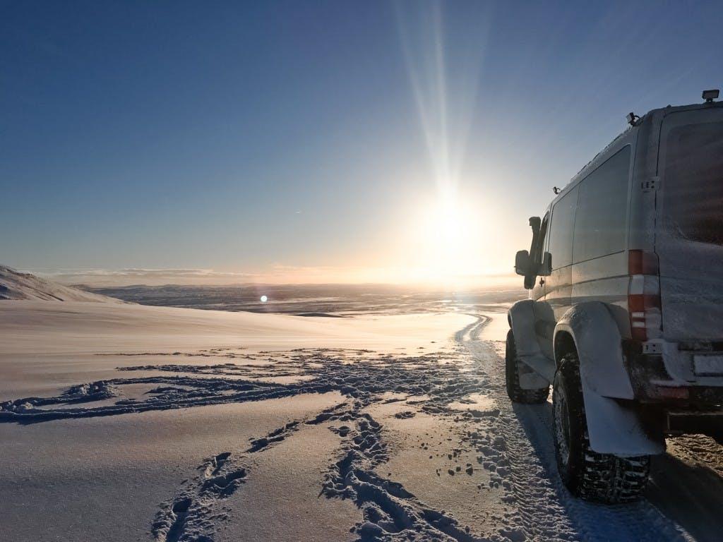 Motoneige avec pause à une grotte de glace au départ de Reykjavik