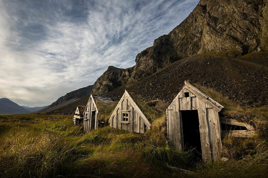 Old Icelandic turf house on Hvalnes, picture by Sandy Gennrich