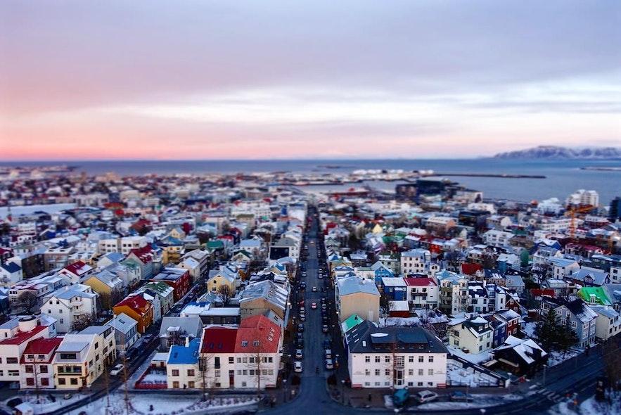哈尔格林姆斯大教堂鸟瞰冰岛首都雷克雅未克