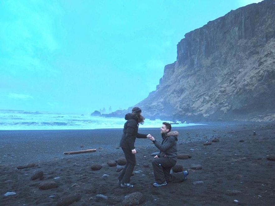 Oświadczyny na czarnej plaży Reynisfjara