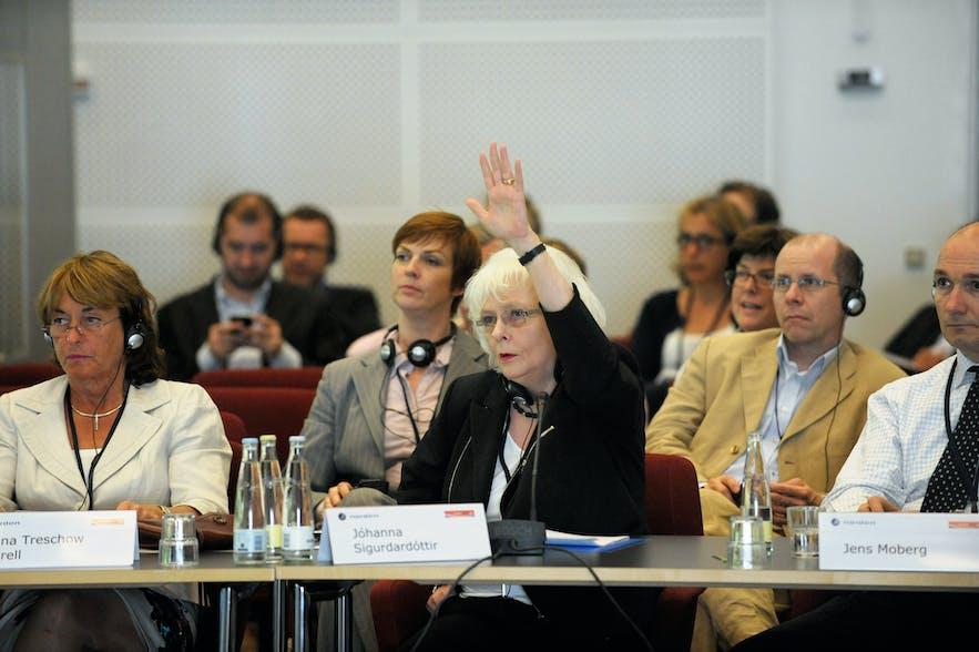 Die ehemalige Premierministerin Jóhanna Sigurðadottir war der weltweit erste homosexuelle Landesführer. Ihr folgten Elio di Rupo in Belgien und Xavier Bettel in Luxemburg