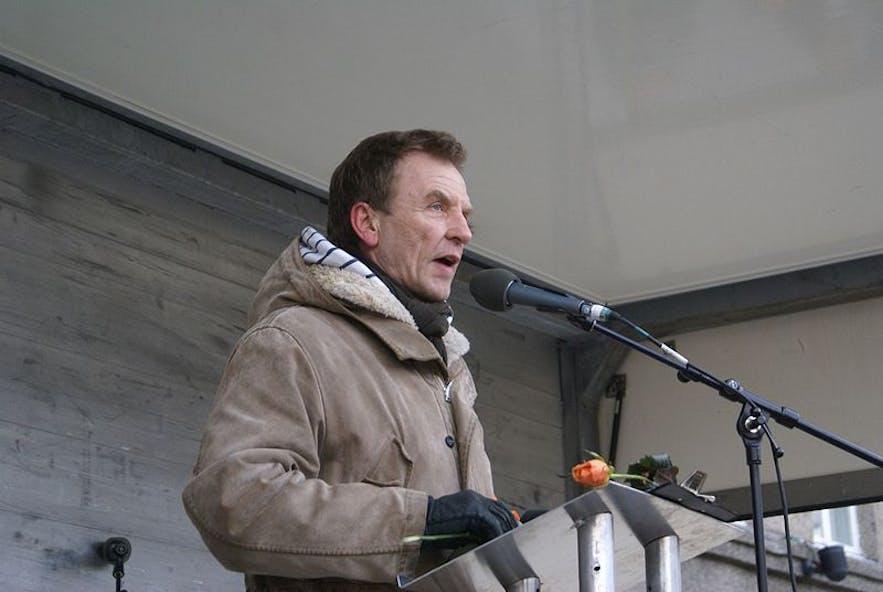 ホルズルは、アイスランド国民の意識改革を促した人物です