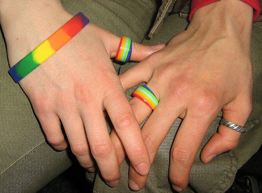 아이슬란드 동성 커플은 서로에 대한 애정을 표시하는데 거리낌이 없습니다. 편견이 드문 곳이기때문이죠.