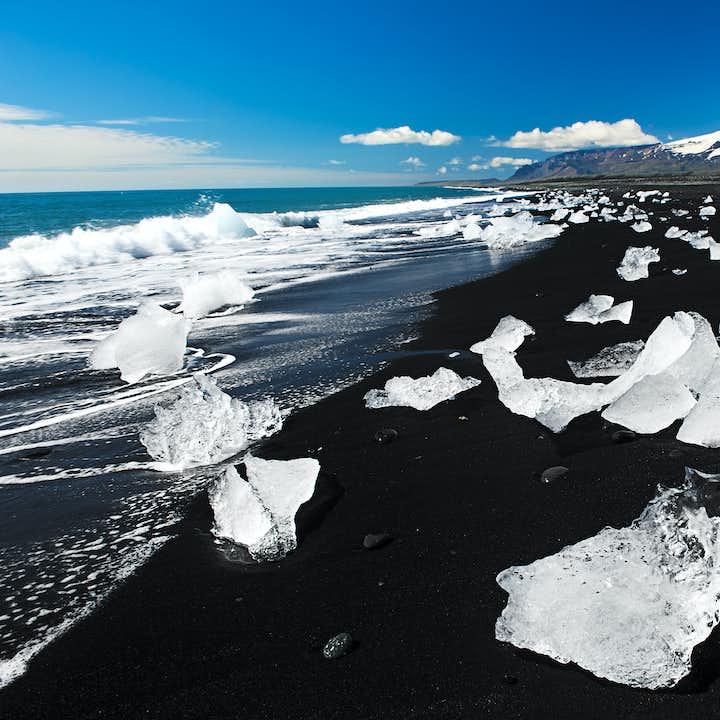 2-tägige Tour zu Jökulsárlón | Gletscherwanderung, Bootsfahrt & Wasserfälle