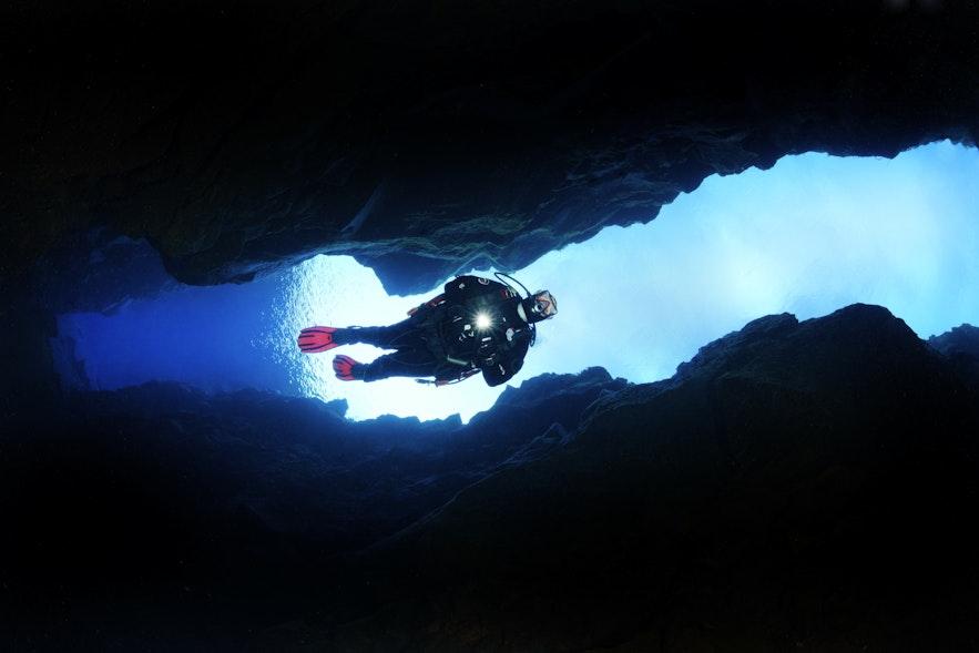 Grotte sous-marine à la fissure de Silfra
