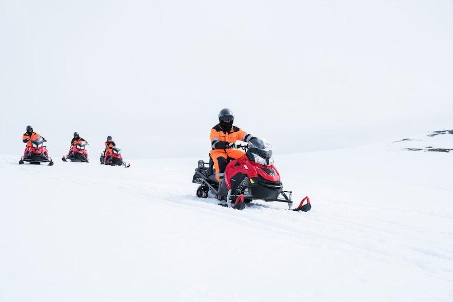 Eksplorowanie islandzkiego lodowca