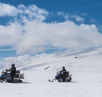 Езда на снегоходах и ледяной туннель | Полный тур по леднику Лангйокудль