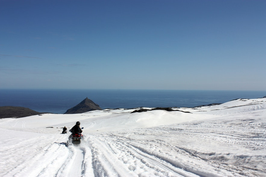 faire de la motoneige en Islande offre également de belles vues