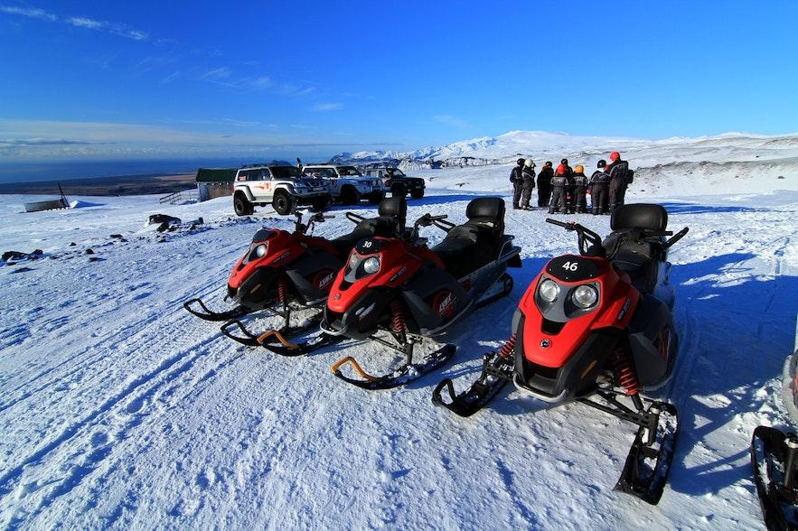 vous pouvez choisir d'être seul ou à 2 sur les motoneiges en Islande