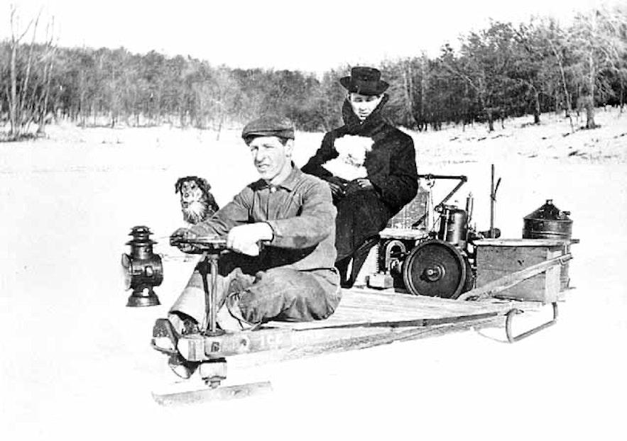 Pierwszy skuter śnieżny na świecie